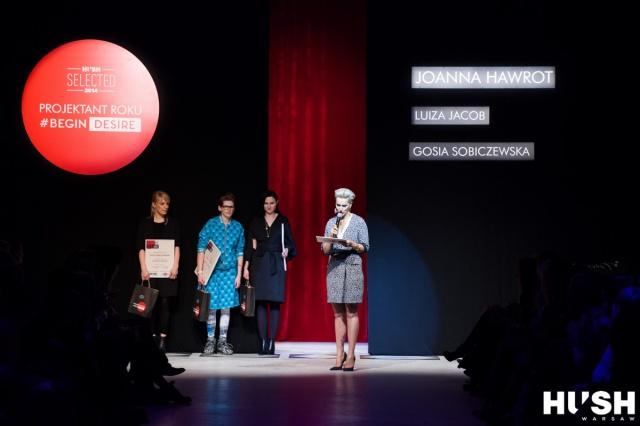 Projektantki wraz z prowadzącą pokaz Dorotą Smaszcz-Kurzajewską
