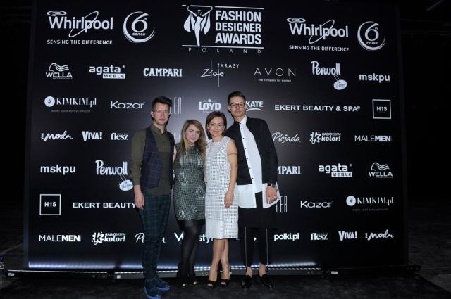 Laureaci Fashion Designer Awards z pomysłodawczynią i producentką konkursu Joanną Sokołowską-Pronobis.