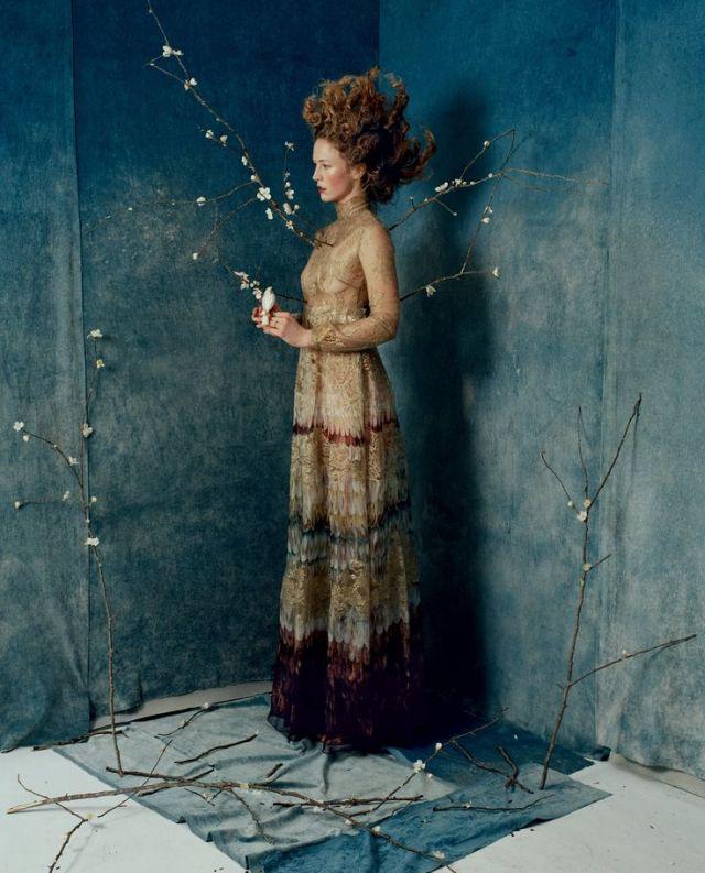 Sukienka Valentino w obiektywie Tima Walkera. Jedna z inspiracji.